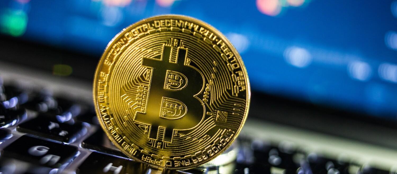 érdemes pénzt keresni a bitcoinokon forex sövényi stratégia